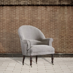 Fotel na kółkach konturowany ćwiekami DB003703